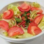 オイスターソースと黒酢とカニカマドレッシングサラダ