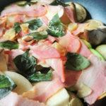 夏バテ知らず、AGEレス夏野菜とキノコのガーリック蒸し焼き